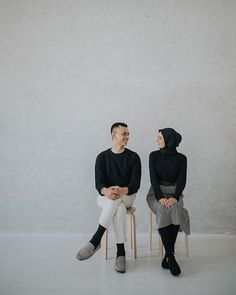 Check this link below based on Wedding Photoshoot - Astro Wedding Pre Wedding Poses, Pre Wedding Shoot Ideas, Pre Wedding Photoshoot, Couple Photoshoot Poses, Couple Photography Poses, Couple Posing, Korean Wedding Photography, Foto Wedding, Foto Instagram