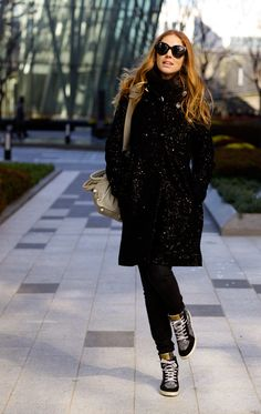Hi guys! Ci stiamo rifacendo il look. Stockholm Street Style, Autumn Winter Fashion, Winter Style, The Blonde Salad, Black Celebrities, Seoul, All Black, Celebrity Style, Guys