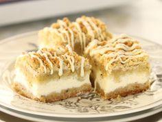 מתכון לעוגת גבינה פירורים מליגה אחרת, עם חיזוק של פיסטוק טחון ושוקולד לבן. אין לכם פיסטוק? נסלח לכם אם תחליפו אותו באגוז אחר