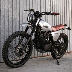 "dropmoto: ""Loving this simple little curb hobbin' Yamaha XT350 scrambler built by Portugal's Lab Motorcycle. #dropmoto #scrambler #yamaha #xt350 #yamaha xt #dualsport """