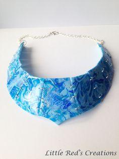Collier torque/plastron bleu en pâte polymère/fimo
