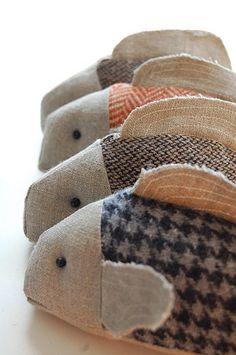 fish fabric - - fisk i stof her tweed Fabric Fish, Fabric Art, Fabric Crafts, Sewing Crafts, Sewing Projects, Kids Crafts, Tilda Toy, Fish Art, Soft Sculpture