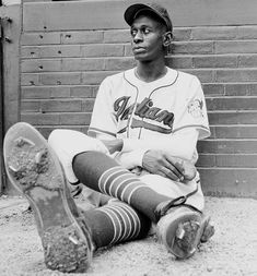 "Leroy ""Satchel"" Paige became the oldest rookie to play in the MLB at the age of 42 as a pitcher for the Cleveland Indians. In he became the first player to be inducted into the Baseball Hall of Fame based upon his play in the Negro leagues. Negro League Baseball, Indians Baseball, Baseball Art, Baseball Players, Baseball Couples, Baseball Memes, Angels Baseball, Baseball Stuff, Cleveland Indians"