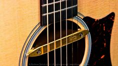 This device, the Mi-Si Acoustic Duo is a magnetic pick up. The advantage of a magnetic pick up, like this one is, is that it only amplifies the strings. So theoretically this device allows my acoustic guitar to use FX that are normally more functional with an E-Guitar. For instance a distortion, octaver etc. work way more accurate and defined through magnetic pick ups compared to proper mics or under saddle pick ups. Also tuning through this device works more accurate and defined.