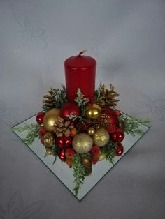 Christmas Candle Decorations, Christmas Flower Arrangements, Christmas Swags, Christmas Diy, Christmas Tree Inspiration, Christmas Crafts, Christmas Ornaments, Decoration Table, Christmas Decoration Crafts