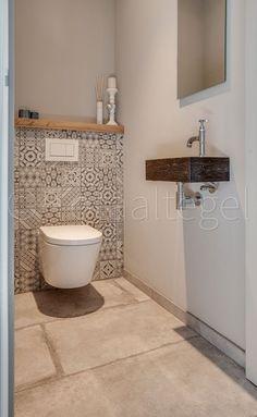 Playful toilet with ceramic Portuguese tiles. against the wall. - Playful toilet with ceramic Portuguese tiles. against the wall. Bathroom Interior, Small Bathroom, Bathrooms Remodel, Toilet, Bathroom Decor, Guest Bathrooms, Bathroom Design, Bathroom Flooring, Guest Toilet