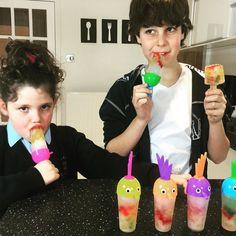 Ya se q es invierno y q hace frío pero nos apetecían unos helados! Hace unos días hicimos helados de ositos de gominola buenísimos y súper fáciles de hacer! Pronto en el canal! También hemos hecho otros de oreo luego os los enseño #haribo #ositos #ositosdegoma