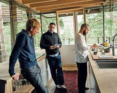 "Domhnall Gleeson as Caleb and Oscar Isaac as Nathan Bateman with Director Alex Garland on the set of ""Ex Machina"" (2014) / Photo: Universal Pictures"
