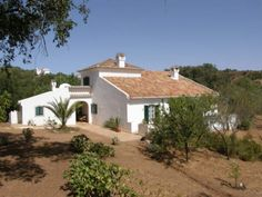 This fantastic 3 bedroom Quinta is located 2km north of the Portuguese village of Santa Catarina in the Algarve countrside: http://www.sevenquintas.com/details.asp?ID=154