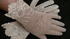 A lovely pair of Irish Crochet gloves. Delicately made, the cuff of the gloves are a pointed double row design embellished with roses. Off white in color, the size is about a Length of the glo Crochet Gloves Pattern, Crochet Mittens, Crochet Doily Patterns, Thread Crochet, Russian Crochet, Irish Crochet, Crochet Lace, Doilies Crochet, Lace Gloves