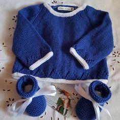 Ensemble brassière et chaussons en taille 0 à 3 mois bleu et blanc