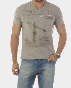 Camiseta Umanno Cinza Decote V - http://www.compramais.com.br/masculino/camisetas/camiseta-umanno-cinza-decote-v/