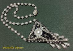 Mais um colar, feito em missanga prata e hematite da Toho, cristais Swarovski, pérolas, cabochons e lágrimas nacaradas, fecho trabalhado.