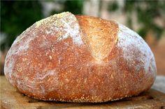 Мужской солидный хлеб, увесистый, подходит к обеду и для бутербродов. Очень сильно поднимается в духовке, Может быть из-за пива, на котором замешано тесто? Знаете…