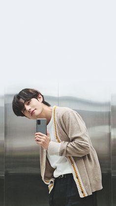 bts army taehyung V taetae kimtaehyung Jungkook Jeon, Kim Taehyung, Taehyung Smile, Foto Bts, Bts Photo, K Pop, Jin Kim, V Bts Wallpaper, Album Bts