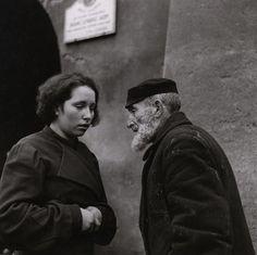 Roman Vishniac , Granddaughter and grandfather, Warsaw , ca. 1935–38