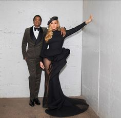Beyonce & Jay Z Couple Up at Clive Davis Pre-Grammys Party!: Photo Beyonce stepped out to support husband Jay Z at Clive Davis' annual Pre-Grammys Gala! The couple got glam for the Salute to Industry Icons vent which honored… Estilo Beyonce, Beyonce 2013, Beyonce E Jay Z, Beyonce Knowles Carter, Beyonce Style, Jayz Beyonce, Beyonce Pics, Jay Z Tour, Celebrity Pictures