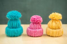 These little yarn hats are so adorable. They will look great on your Christmas tree or in your room. They are also very easy to make. What you need are Yarn Scissiors Ruler Pencil Step by step instructions from Handimania Christmas Hat, Diy Christmas Ornaments, Holiday Crafts, Diy Yarn Ornaments, Hat Crafts, Crafts To Make, Hat Decoration, Tree Decorations, Hat Tutorial