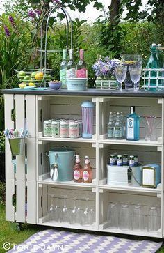 DIY outdoor bar, full instructions with plans using ikea wooden crates and decki. - DIY outdoor bar, full instructions with plans using ikea wooden crates and decking Informations Abou - Diy Bar, Diy Garden Furniture, Pallet Furniture, Furniture Ideas, Summer House Furniture, Palette Garden Furniture, Homemade Furniture, Furniture Covers, Wicker Furniture