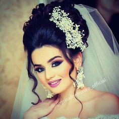 Hair style Hairstyle For Wedding Day, Wedding Hairstyles With Crown, Long Hair Wedding Styles, Bride Hairstyles, Long Hair Styles, Wedding Beauty, Wedding Makeup, Bridal Hair And Makeup, Hair Makeup