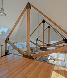 Cedar Shingles Cascading Down a Modern Courtyard House. Mogelijk als verbinding.