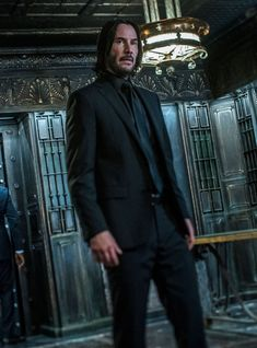 Dress like John Wick to copy his style. You can also make your own homemade DIY John Wick costume from the John Wick movie. John Wick Film, John Wick Hd, Watch John Wick, Keanu Reeves John Wick, Keanu Charles Reeves, Halle Berry, Keanu Reeves Motorcycle, Keanu Reaves, Costume Noir