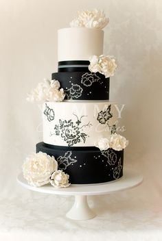 black + white wedding #weddingcake