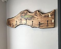 Great Ideas for Wood Table Projects Finding your place in wood furniture plan is such a great feeling. Live Edge Furniture, Log Furniture, Painted Furniture, Furniture Ideas, Woodworking Projects Diy, Wood Projects, Woodworking Wood, Handmade Home Decor, Diy Home Decor