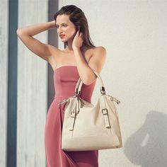 Casa Di Rosa Rovani Slouch Hobo Bag Premium, slouch-style brown handbag with tassel charm and detachable shoulder strap. Shoulder Purse, Shoulder Strap, Avon Online Shop, Slouch Bags, Hobo Bag, Tan Leather, Studs, Brand New, Tassel