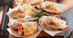 Pripravte si recept na Calzone s nami. Calzone patrí medzi najobľúbenejšie recepty. Zoznam tých najlepších receptov na online kuchárke RECEPTY.sk.