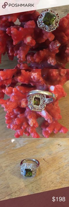 Vintage 925 peridot ring Gorgeous marked center peridot and small topaz around unique ring Peridot Jewelry Rings