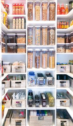20 ideas of smart pantry organization – Experience Of Pantrys Pantry Room, Kitchen Pantry Design, Kitchen Organisation, Kitchen Organization Pantry, Home Decor Kitchen, Organization Hacks, Pantry Shelving, Refrigerator Organization, Organized Pantry