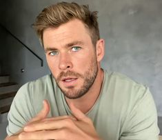 """"""" Chris Hemsworth's beauty is descomunal. I'm dead. Chris Hemsworth Thor, Handsome Men Quotes, Handsome Arab Men, Short Fade Haircut, Hairstyle Short, Strong Woman Tattoos, Hemsworth Brothers, Woman Sketch, Man Thing Marvel"""