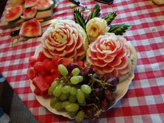 Image detail for -Mother and Daughter Fruit Carving Lesson Gourmet Baskets, Fruit Sculptures, Fruit Centerpieces, Edible Creations, Fruits And Vegetables, Good Food, Fun Food, Food Art, Sushi