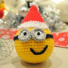Amigurumi Minion Christmas Ball -Tutorial ❥ 4U hilariafina  http://www.pinterest.com/hilariafina/