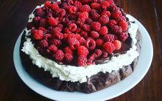 Čokoládový dort s malinami - Jídelní plán Raspberry, Goodies, Low Carb, Keto, Fruit, Food, Kuchen, Sweet Like Candy, Gummi Candy