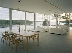 Living And Dining Space Outside View From Glass House In Sweden - Impressive Glass House In Sweden - Modern House Tours - Architecture Design Sweden House, Modern Lake House, Deco Design, Glass House, Lofts, Minimalist Home, Oslo, Interiores Design, Modern Architecture