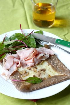 Galette au Beaufort, champignons de Paris et jambon blanc