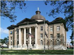 Hays County Courthouse, San Marcos, on the square. Nice benches, perfect spot for people watching ! Texas Pride, Texas Usa, Eyes Of Texas, Texas County, Texas State University, County Court, Texas Things, Living In Arizona, San Angelo