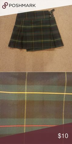 NWOT green plaid  skirt Only worn to try on Green plaid skirt Skirts