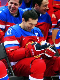 Alex Semin, Alex Ovechkin, Evgeni Malkin, & Pavel Datsyuk among Russian players laughing during team pictures taken at their first Sochi practice. Hot Hockey Players, Hockey Goalie, Ice Hockey, Detroit Hockey, Hockey Pictures, Team Pictures, Evgeni Malkin, Olympic Hockey, Red Wings Hockey