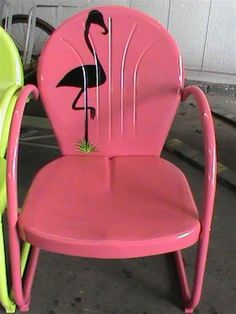 Flamingo silhouette on vintage outdoor metal chair (pink, of course) Flamingo Decor, Pink Flamingos, Flamingo Hotel, Flamingo Garden, Flamingo Fabric, Painted Chairs, Painted Furniture, Beach Furniture, Lawn Furniture