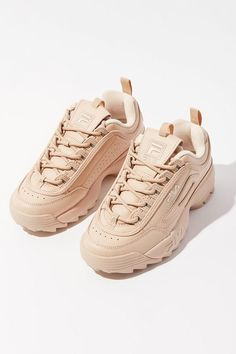 May 2020 - This Pin was discovered by 🐠Girls Sneakers, Best Sneakers, Casual Sneakers, Sneakers Fashion, Fashion Shoes, Shoes Sneakers, Chunky Sneakers, Vans Shoes, Fashion Outfits