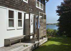 outdoor shower design ideas, metal and wooden shower enclosure Modern Exterior, Interior Exterior, Traditional Exterior, Exterior Design, Outdoor Spaces, Outdoor Living, Outdoor Decor, Indoor Outdoor, Outdoor Pool