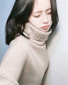 Yoon Ara, Son Hwamin, Korean Girl, Asian Girl, Hwa Min, Live Meme, Boys Like, Just Run, Pink Eyes