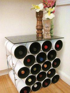 Porta garrafas com tubos.