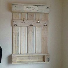 Use Pallet Wood Projects to Create Unique Home Decor Items – Hobby Is My Life Pallet Crafts, Diy Pallet Projects, Home Projects, Wood Crafts, Woodworking Projects, Decoration Palette, Palette Deco, Diy Regal, Pallet Walls
