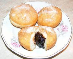 Donuts Filled With Jam - Gogosi pufoase de post umplute cu gem Jam Donut, Donut Filling, Doughnuts, Sweet Tooth, Food Porn, Sweets, Bread, Vegan, Cookies