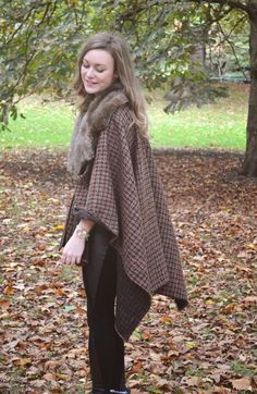 The blanket coat is this autumn's cosiest trend. These chunky capes seen in checks, stripes or aztec prints are great thrown . Poncho Pattern Sewing, Cape Pattern, Sewing Patterns, Blanket Coat, Cape Dress, Diy Dress, Sewing Projects, Sewing Ideas, Up Styles