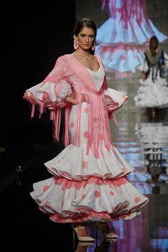 traje-blanco-lunares-rosa http://www.lina1960.com/